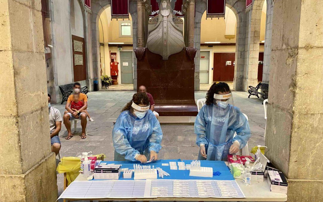 El sector químico hace una donación de 2.300 tests de antígenos que harán posible la actuación castellera del día de Santa Tecla