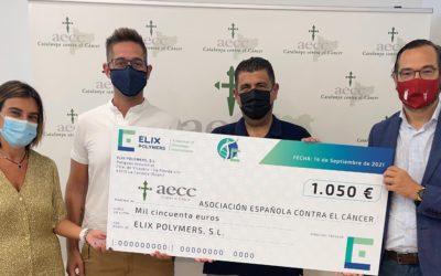 ELIX Polymers entrega a la Asociación Española Contra el Cancer un cheque por valor de 1.050 euros